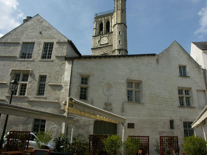 Fig. 17, maisons et beffroi médiévaux